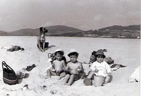 fotos-cedidas-por-conchi-cancela-fdez-nenos-de-pantin-na-praia-de-o-rodo-1973.jpg