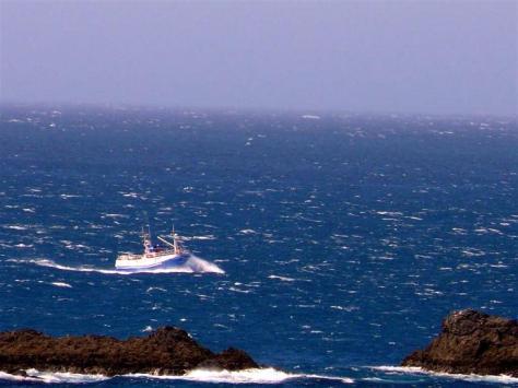 3-pesquero-en-ruta-hacia-cedeira-frente-a-o-rodo-pantin-f-goiriz05-07-07-pantin-015-1.jpg
