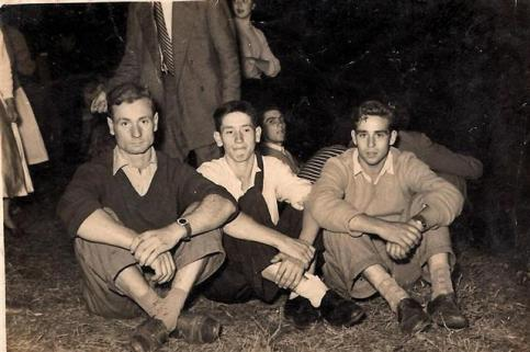 damian-veiga-bellon-y-unos-amigos-en-la-fiesta-de-san-martino-de-marnela-1950-fotos-cededidas-por-damian-veiga-bellon-9-f-goiriz.jpg