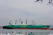 Gasero LNG Delta en los muelles de NAVANTIA Fene desde A Ribeiroa (Barallobre-Fene) - F. Goiriz 07-09-2009 (2)