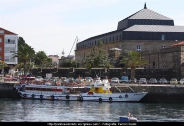 Antiguo Cuartel de Instrucción - Lancha Rías Altas - Puerto interior de Ferrol - fotografía por Fermín Goiriz