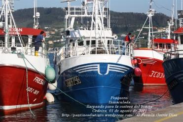 Pesquero de Cedeira INMACULADA ZARPANDO PARA LA COSTERA DEL BONITO - Cedeira, 31 de julio de 2011 - Galicia - fotografía por Fermín Goiriz Díaz (12)