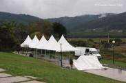 Últimos toques al montaje de las instalaciones del Cabreiroá Pantín Classic Pro 2011 - Pantín (Valdoviño) - Galicia - fotografía por Fermín Goiriz Díaz (2)