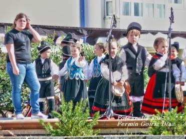 Buxainas danzando na praza roxa de Cedeira, 28 de xullo de 2012 - cantareiras e grupo de baile da A. C. Buxainas - Fotografia por Fermin Goiriz Diaz( (14)