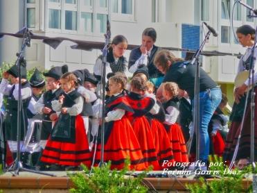 Buxainas danzando na praza roxa de Cedeira, 28 de xullo de 2012 - cantareiras e grupo de baile da A. C. Buxainas - Fotografia por Fermin Goiriz Diaz( (25)