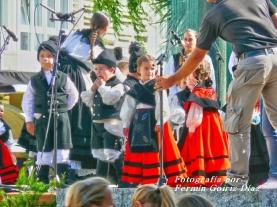 Buxainas danzando na praza roxa de Cedeira, 28 de xullo de 2012 - cantareiras e grupo de baile da A. C. Buxainas - Fotografia por Fermin Goiriz Diaz( (26)