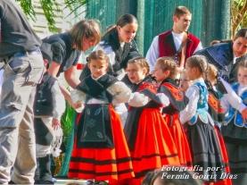 Buxainas danzando na praza roxa de Cedeira, 28 de xullo de 2012 - cantareiras e grupo de baile da A. C. Buxainas - Fotografia por Fermin Goiriz Diaz( (27)