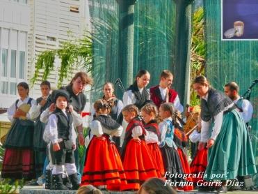 Buxainas danzando na praza roxa de Cedeira, 28 de xullo de 2012 - cantareiras e grupo de baile da A. C. Buxainas - Fotografia por Fermin Goiriz Diaz( (28)