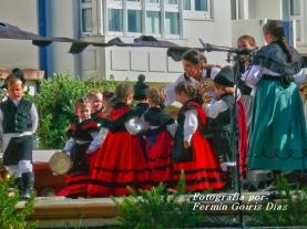 Buxainas danzando na praza roxa de Cedeira, 28 de xullo de 2012 - cantareiras e grupo de baile da A. C. Buxainas - Fotografia por Fermin Goiriz Diaz( (38)