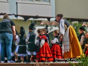 Buxainas danzando na praza roxa de Cedeira, 28 de xullo de 2012 - cantareiras e grupo de baile da A. C. Buxainas - Fotografia por Fermin Goiriz Diaz( (39)