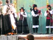 Buxainas danzando na praza roxa de Cedeira, 28 de xullo de 2012 - cantareiras e grupo de baile da A. C. Buxainas - Fotografia por Fermin Goiriz Diaz( (51)