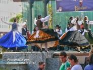 Buxainas danzando na praza roxa de Cedeira, 28 de xullo de 2012 - cantareiras e grupo de baile da A. C. Buxainas - Fotografia por Fermin Goiriz Diaz( (53)