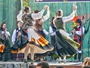 Buxainas danzando na praza roxa de Cedeira, 28 de xullo de 2012 - cantareiras e grupo de baile da A. C. Buxainas - Fotografia por Fermin Goiriz Diaz( (55)