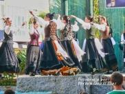 Buxainas danzando na praza roxa de Cedeira, 28 de xullo de 2012 - cantareiras e grupo de baile da A. C. Buxainas - Fotografia por Fermin Goiriz Diaz( (57)