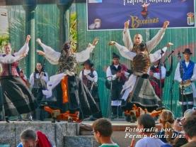 Buxainas danzando na praza roxa de Cedeira, 28 de xullo de 2012 - cantareiras e grupo de baile da A. C. Buxainas - Fotografia por Fermin Goiriz Diaz( (60)
