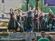 Buxainas danzando na praza roxa de Cedeira, 28 de xullo de 2012 - cantareiras e grupo de baile da A. C. Buxainas - Fotografia por Fermin Goiriz Diaz( (63)