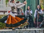 Buxainas danzando na praza roxa de Cedeira, 28 de xullo de 2012 - cantareiras e grupo de baile da A. C. Buxainas - Fotografia por Fermin Goiriz Diaz( (64)