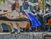 Buxainas danzando na praza roxa de Cedeira, 28 de xullo de 2012 - cantareiras e grupo de baile da A. C. Buxainas - Fotografia por Fermin Goiriz Diaz( (66)