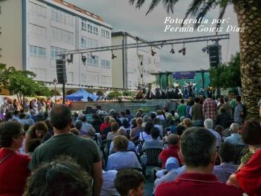 Buxainas danzando na praza roxa de Cedeira, 28 de xullo de 2012 - cantareiras e grupo de baile da A. C. Buxainas - Fotografia por Fermin Goiriz Diaz( (69)