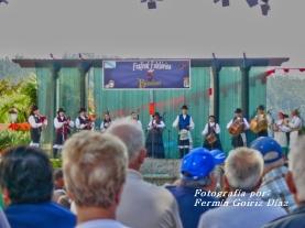 Buxainas danzando na praza roxa de Cedeira, 28 de xullo de 2012 - cantareiras e grupo de baile da A. C. Buxainas - Fotografia por Fermin Goiriz Diaz( (71)
