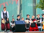 Buxainas danzando na praza roxa de Cedeira, 28 de xullo de 2012 - cantareiras e grupo de baile da A. C. Buxainas - Fotografia por Fermin Goiriz Diaz( (74)