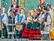 Buxainas danzando na praza roxa de Cedeira, 28 de xullo de 2012 - cantareiras e grupo de baile da A. C. Buxainas - Fotografia por Fermin Goiriz Diaz( (9)