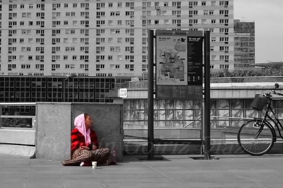 Mendigando en el Distrito Financiero (La Defense - Paris) - Fotografia por Fermin Goiriz Diaz, julio 2013