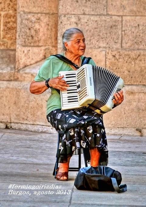 La acordeonista - foto por Fermín Goiriz Díaz, agosto 2013